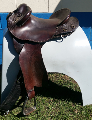 Half Breed One Piece seat 17 inch saddle